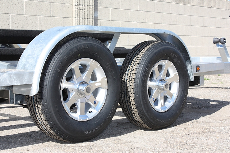 13 Inch 5 Bolt Series 6 Aluminum Trailer Wheel And Tire Assembly